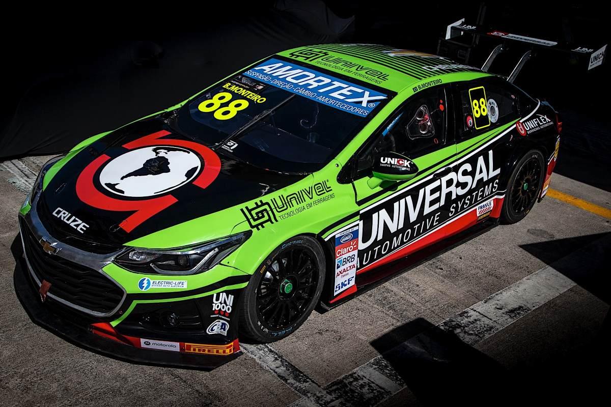 Beto Monteiro se centra en poner a punto el coche para la carrera después del entrenamiento en Curitiba